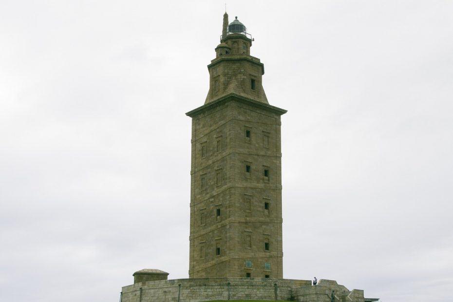 cuanto cuesta subir a la torre de hercules
