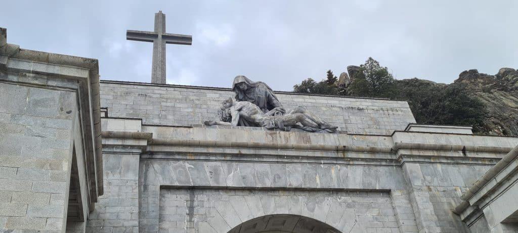 Escultura entrada Valle de los Caídos