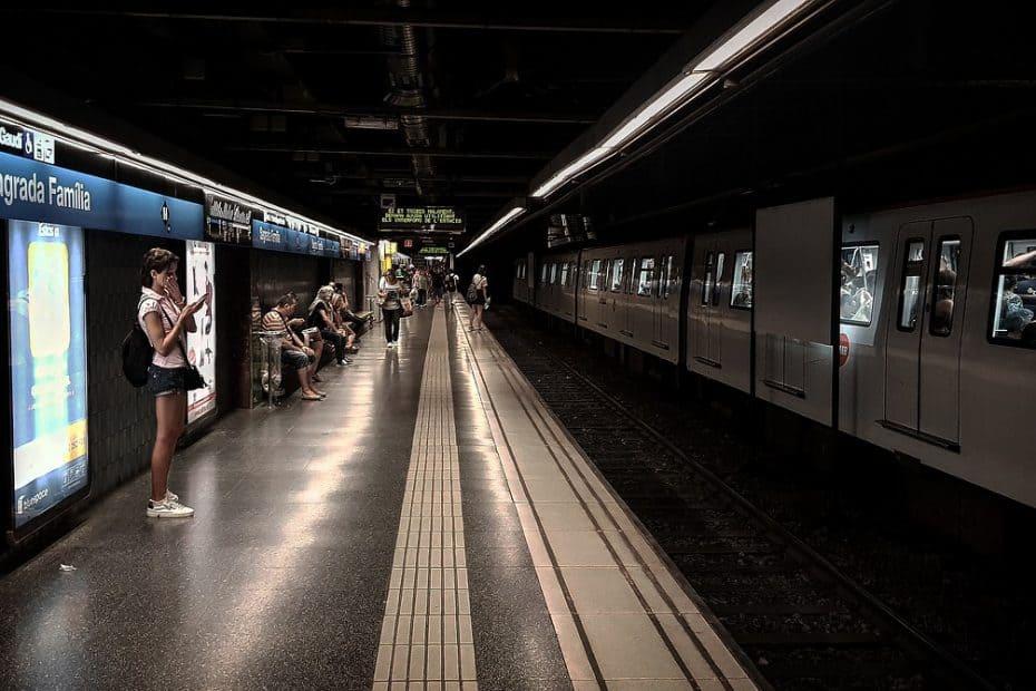 a que hora cierra el metro de barcelona