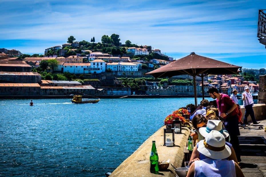cuanto cuesta comer en portugal