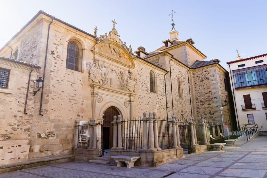 ¿Dónde está enterrada Santa Teresa de Jesús?