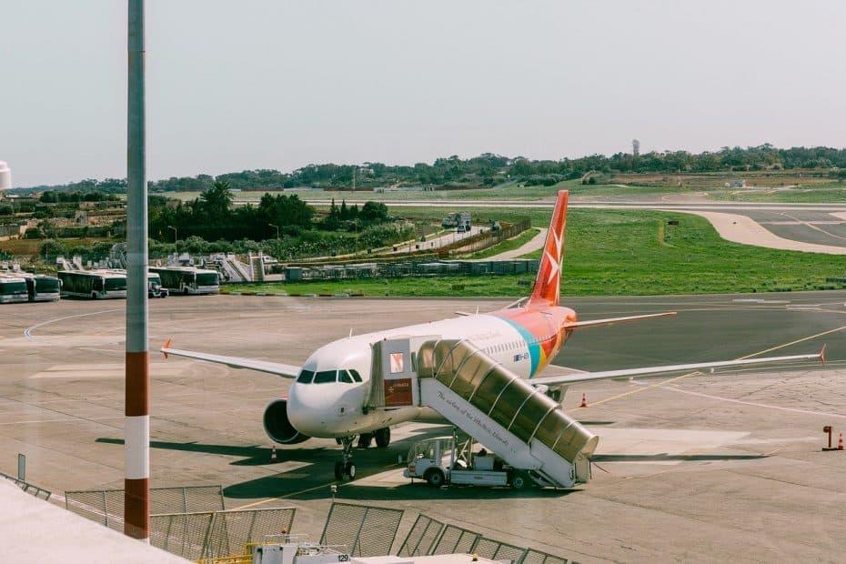 telefono aeropuerto internacional de malta
